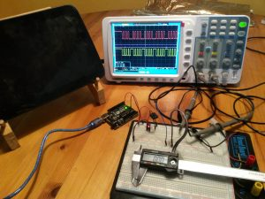 Testing clock and data signal with external power supply from Arduino.